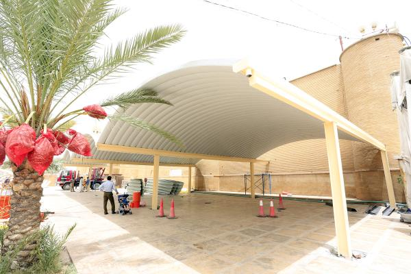 الكوادر الهندسية في أمانة مسجد الكوفة تباشر بإنشاء مسقف لاستراحة الزائرين