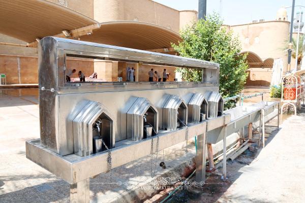 مناهل الماء البارد تحيط بالمسجد المعظم