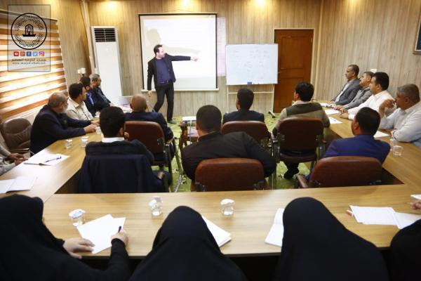 أمانة مسجد الكوفة تنظم دورة باللغة الفارسية لمنتسبيها بالتعاون مع مركز الأمير للغات