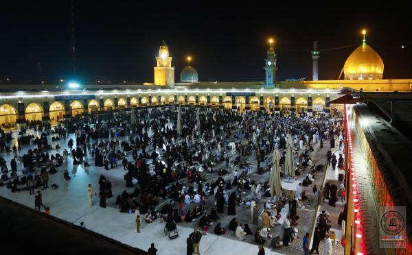المؤمنون يحيون مراسم ذكرى الجرح الأليم وليلة القدر الأولى في مسجد الكوفة المعظم