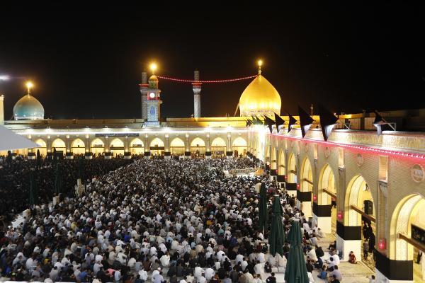 جموع المؤمنين تحيي ذكرى شهادة مسلم بن عقيل (عليه السلام) في مجلس عزاء بمسجد الكوفة