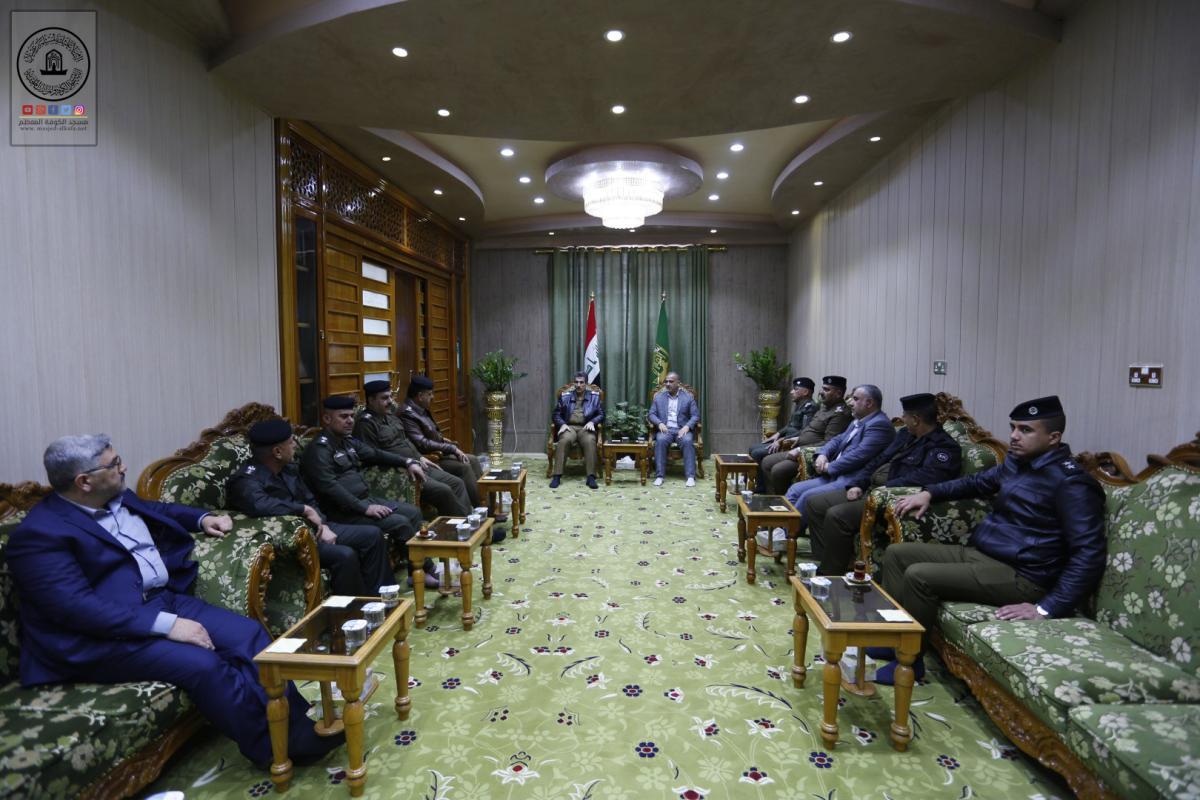 أمين مسجد الكوفة يستقبل مدير شرطة المحافظة ويناقش التعاون الامني