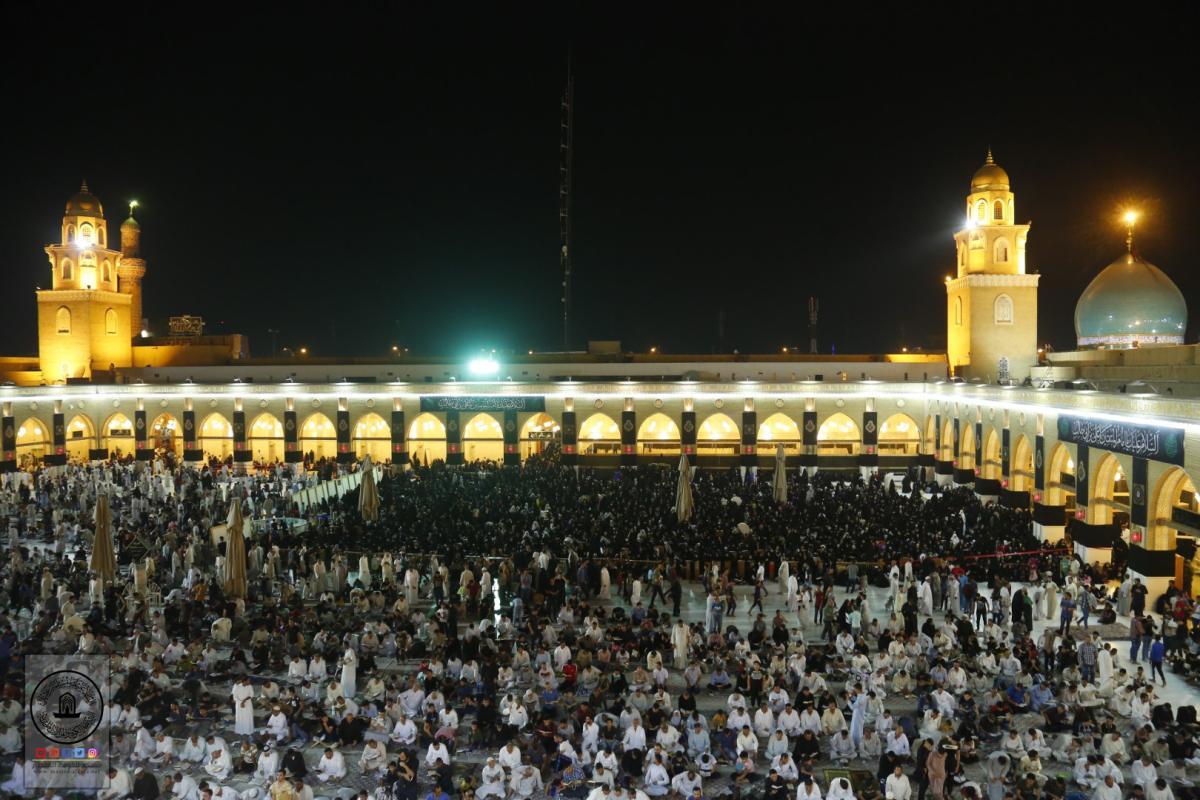 المؤمنون يحيون ليلة القدر الثالثة في مسجد الكوفة المعظم