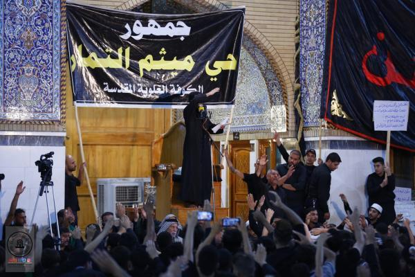 في ليلة الحادي عشر من محرَّم .. موكب حي ميثم التمّار يحيي العزاء في مسجد الكوفة المعظم