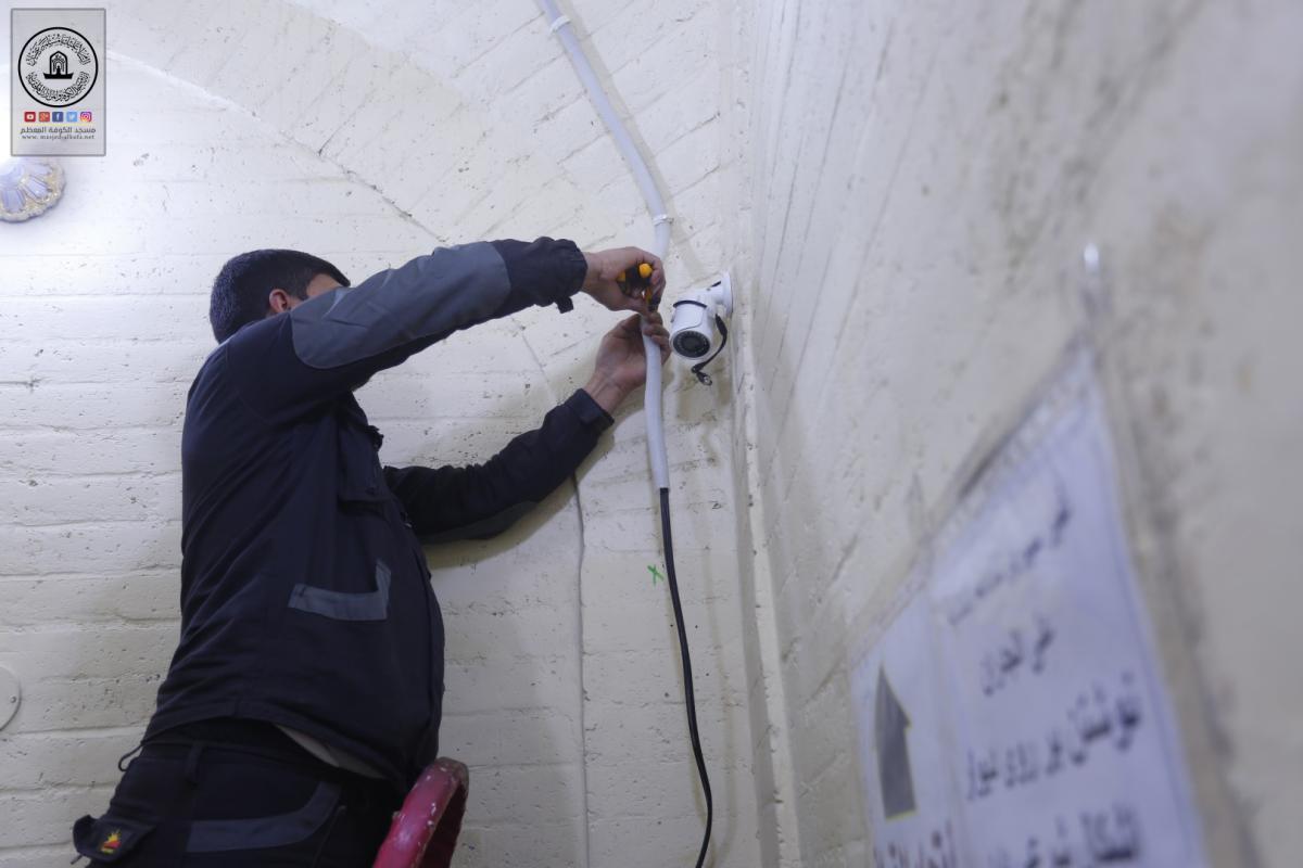بالصور .. تنصيب الكاميرات في دار امير المؤمنين (عليه السلام) خدمة للزائرين الكرام