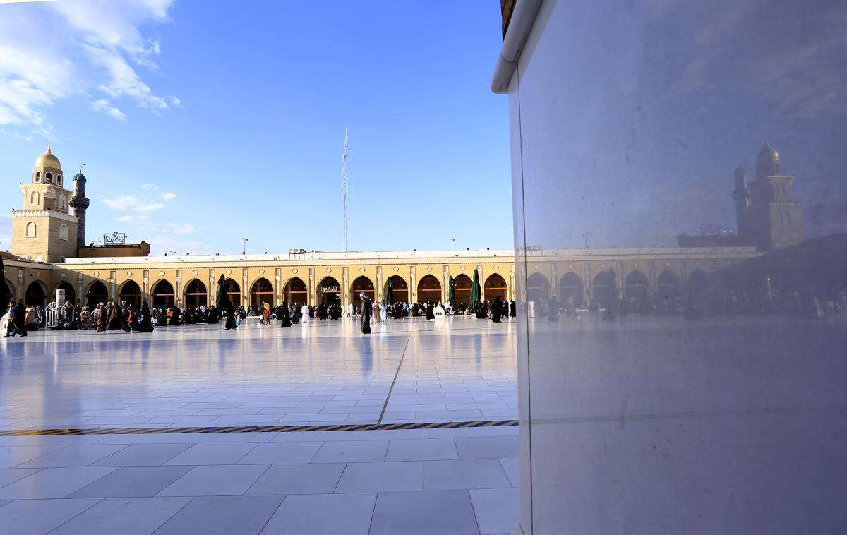 باحة مسجد الكوفة المعظم