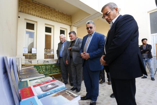 أمانة مسجد الكوفة تشارك في معرض الكتاب والخط العربي المقام في جامعة الكوفة