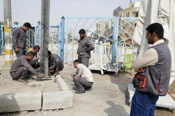 الكوادر الهندسية تنجز مشروع إنارة محيط مسجد الكوفة المعظم