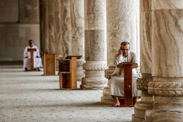 صورة فنية من داخل المسجد (2)