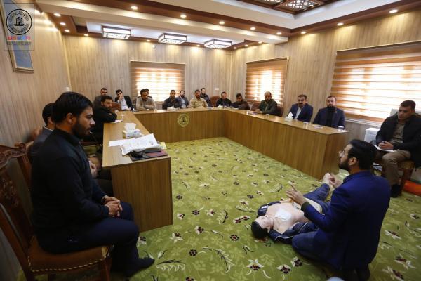 دورة تطويرية لمنتسبي امانة مسجد الكوفة المعظم في الاسعافات الاولية والسلامة المهنية