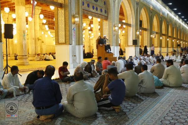 بالصور .. مجلس العزاء الأسبوعي في مسجد الكوفة المعظم